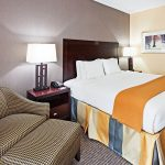 Holiday Inn Express Blowing Rock South king bed room